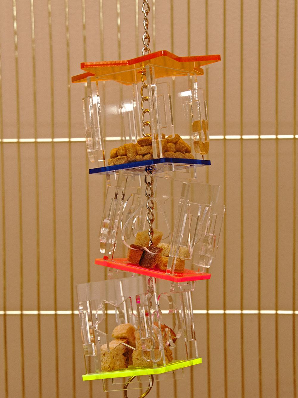 подвесная кормушка для птиц в клетку кеп santa